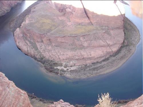 グレンキャニオン・ダムより2マイルほど南下したところに馬蹄形をした Horseshoe Bend という秘境がある