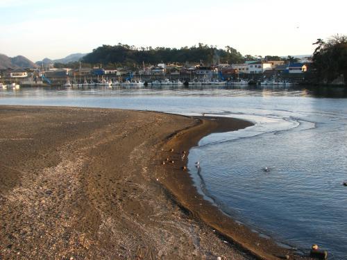 井上靖が<br />「最も美しい川」と中学時代は考えていた<br />狩野川.<br /><br />そろそろ海です.<br />