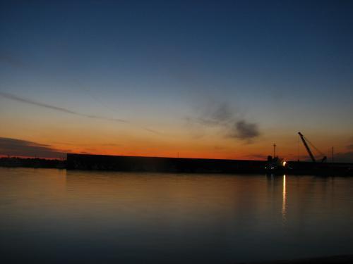 もう夕方です.<br /><br />洪作少年が泳いでいた千本浜まで<br />本当は行きたかったけど,時間の<br />関係もあり,カメラのバッテリーも<br />なくなったのでかえることにしました.<br /><br />残りはまた来年・・・かな.<br />