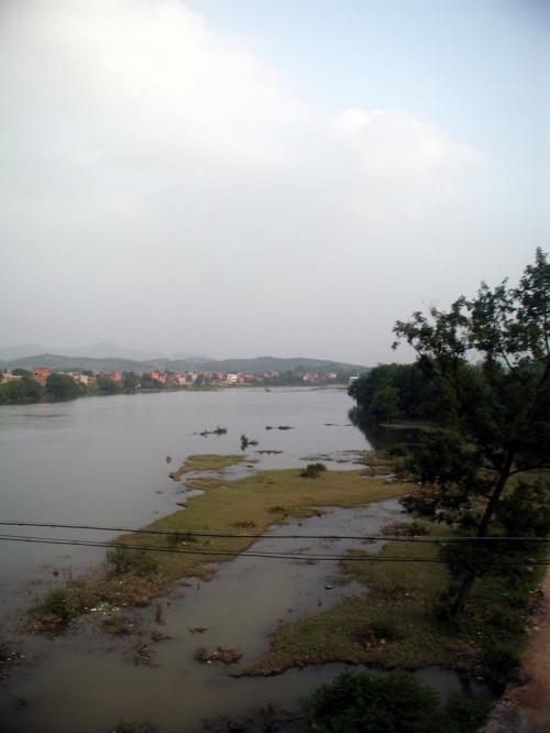 川が見えてきました。<br />港はもうすぐかな?