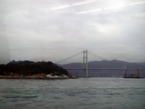 この辺りから香港への海になります。<br />この方向に見とれていたら、反対側に新空港が見えていたと言う事に、<br />後になって悔しがる我々でした・・・。