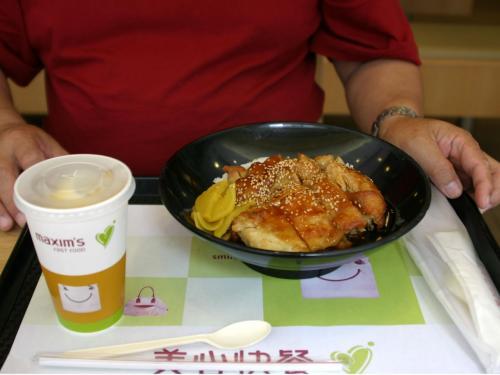 香港滞在中には定番となった「美心快餐」にて、照り焼き定食を注文。中々のお味とお手頃価格(22hk$だったかな?・・・)<br /><br />ちなみに、「快餐庁」はファーストフードレストランの事。