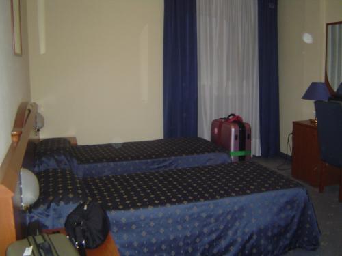 今日の宿泊先は・・・<br />ヴェネツィアのパラディオというホテル。<br />ベッドが細っ。<br />寝返りうったら間違いなく床です。
