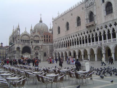 小広場から撮った<br />ドゥカーレ宮とサンマルコ寺院。