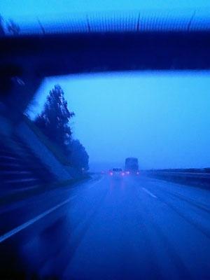 セントレア(中部国際空港)に向かう道である。<br />高速運転しながらの撮影は「よい子」は決してマネせぬよう....