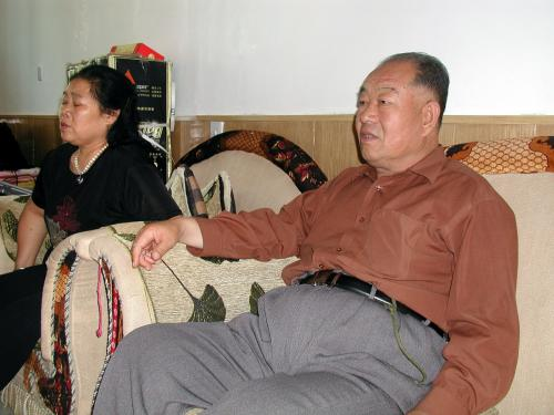 敦煌で知り合った友人、老許ご夫婦。<br />奥さんが四川省成都の方で、今夏、老許が白内障の手術を終えられた後、お二人で成都に引っ越される予定です。