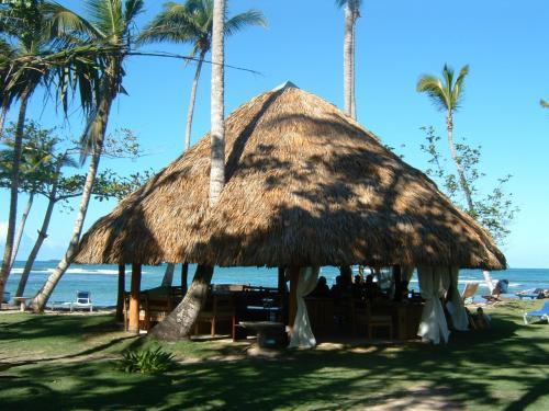 同じレストランですが、海の近くでも食事が出来て素敵。