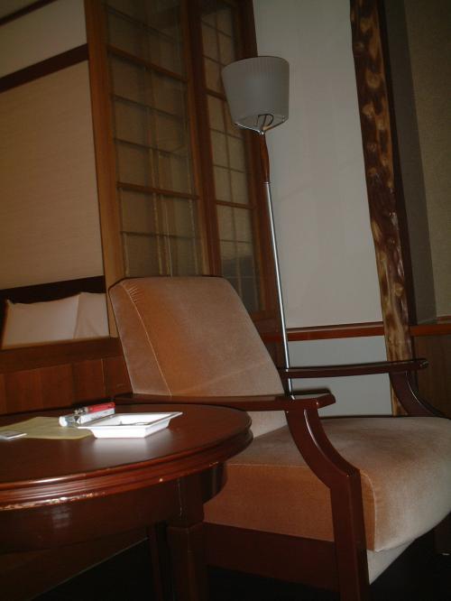 お部屋は寝室の横に椅子があって、1階だったので、テラスがありました。<br />全部が統一されたインテリアでとってもシック!!