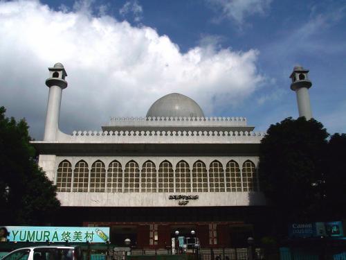 上の写真からも見えているイスラムのモスク。<br />大陸のものより手抜きな建物って感じ。<br />シンプルって言えば良いのかな?(^^;