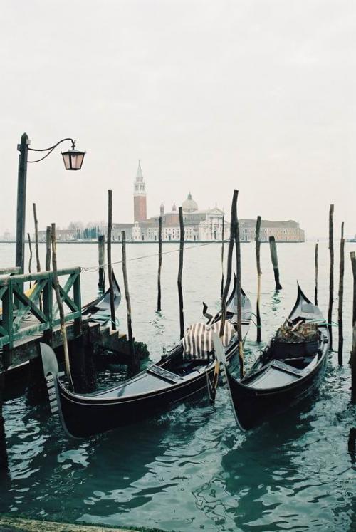 パラッツィオ・ドゥカーレの前からサンジョルジョ・マジョーレ島を望む。