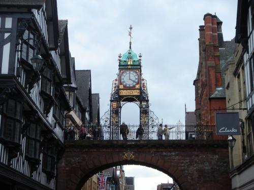 チェスター<br />ヴィクトリア女王の即位60周年を記念して造られた街のシンボル時計台です。