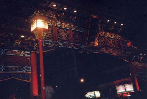 ビクトリアにも中華街あるんです。中華街の門です。小さな中華街でしたが、この日の夜は中華街で食事しました。