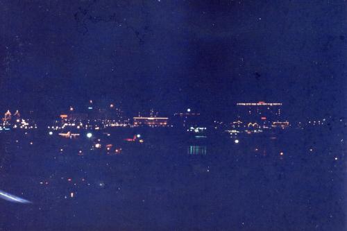 こちらもホテル側からインナーハーバー越しに中心部を眺めた写真です。