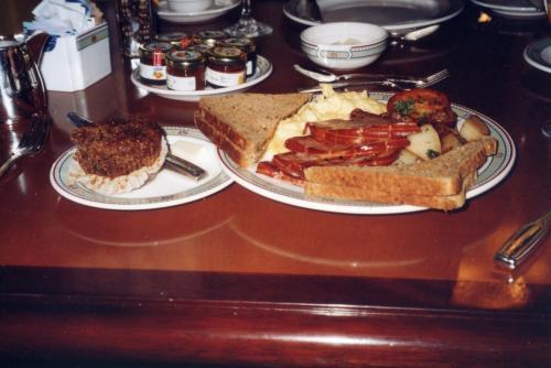 翌朝はエンプレスホテルまで行って朝食をとりました。
