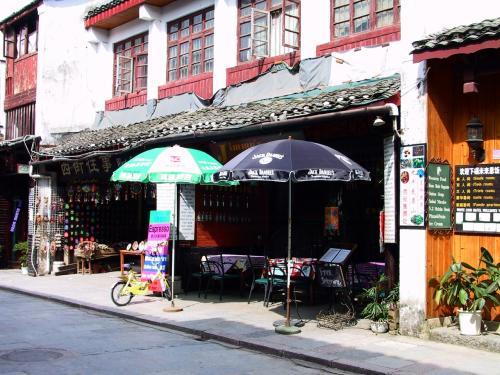 珈琲屋Jimmy's Cafe」の門構えを記念に。<br /><br />「FREE INTERNET」と、小さな黒板にチョーク書きされている。