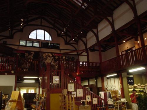 この工芸館のたてものはかなり古民家風な立派なものでした。