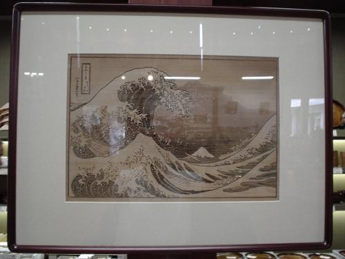 信州桔梗が原彫り。<br /><br />さすが木の国である。<br /><br />桔梗が原彫りが何たるかは次の写真を読んでください。