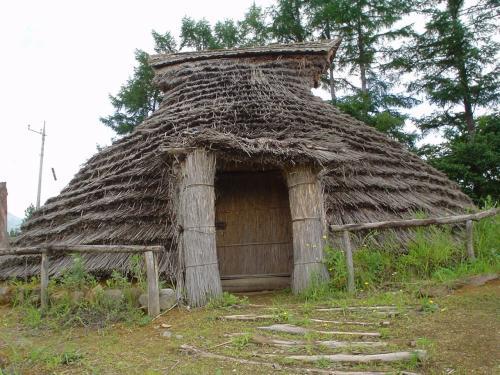 竪穴式住居。