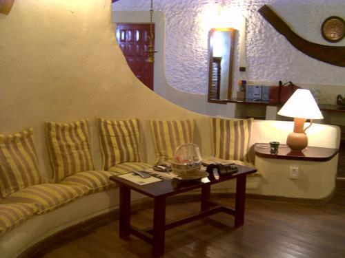 壁に沿ってかわいらしいクッションがおいてあります。ただ正直座り心地はイマイチでした。(--)