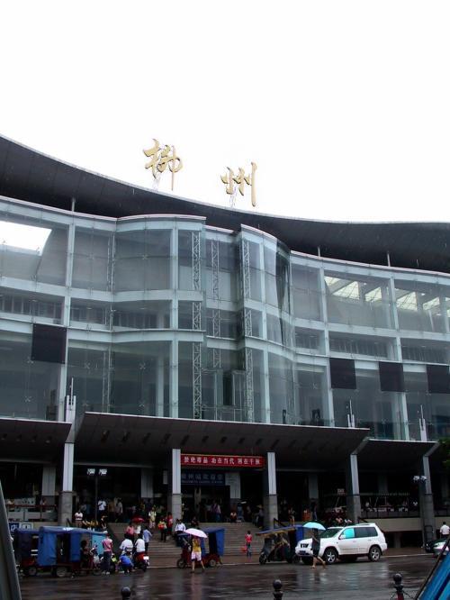 柳州駅です。<br />結構綺麗な駅舎で、何となくどこかの博物館みたいですね。
