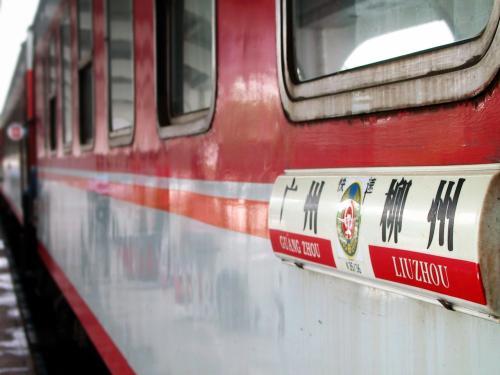 柳州−広州のK38次列車。<br />錆び錆びのボロボロ・・・(@@;<br />桂林へ来る時のT次列車は綺麗すぎましたが、この列車は汚すぎ。。。<br />中は、列車員立ちの努力でそんなでも無かったです。