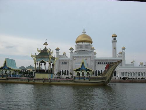 モスク前のラグーン。