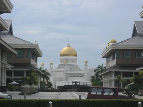 コンプレックスの間からモスクが見えるのが素敵♪
