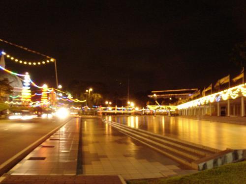 ぶらぶらと夜景を見ながらホテルに帰ります。