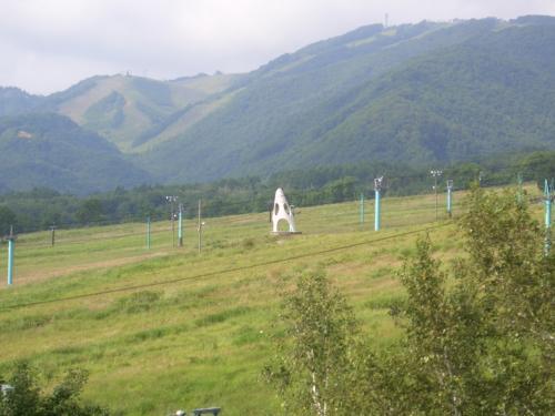 栂池高原と言えば、鐘の鳴る丘。<br />スキーでは何度も来てますが、<br />夏はこんな感じ。