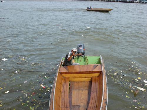 案内してくれた水上タクシーの兄ちゃん。<br />ありがとー!