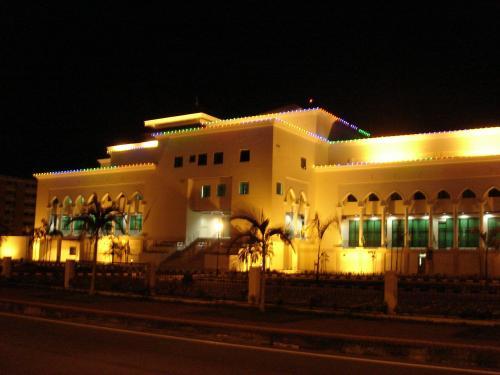 ライトアップした色んな建物を見ながらホテルに帰ります。