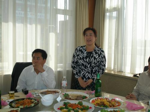 延辺日中文化交流センターの崔事務局長から日中交流会の紹介がありました。<br /><br />http://yanbian.fan-site.net/event/event.htm<br /><br />センター内に延辺日本人会の事務局があります。日本語の上手な崔さんが電話に出ますのでですので日本人会に御用のある方はお気軽に連絡してください。