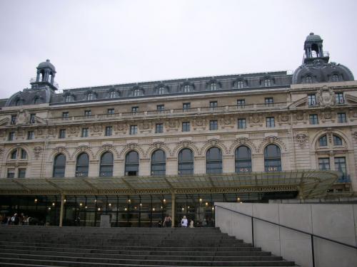オルセー美術館です。<br />この建物は、もともと別の目的で使用されていました。<br />なんと駅です!<br />1900年のパリ万国博覧会開催に合わせて、オルレアン鉄道によって鉄道駅舎兼ホテルとして建設されたそうです。
