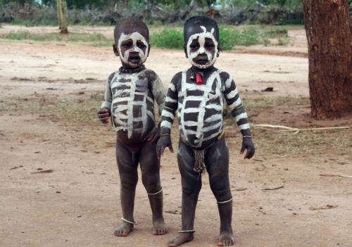 双子かどうか分らないけど兄弟?<br />いやいや、左が男の子で右が女の子だぁ<br />おわかりになりますよね!