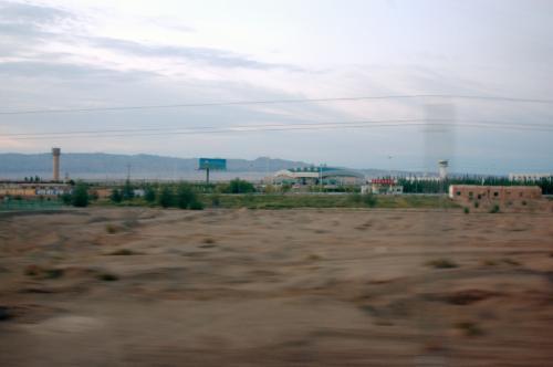 大陸で空港の見える駅は、もしかしたら初めてじゃないだろうか??<br /> <br />