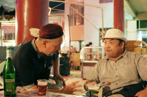 爺ぃとの維吾爾語での会話は留まり知らず・・・<br /><br />我々は、ただただニコニコしているだけしか出来ない。<br />