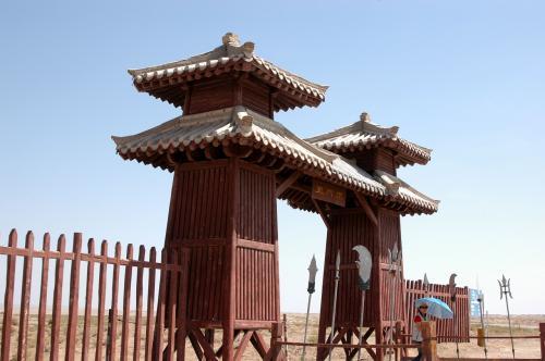 玉門関への参観ゲート牌坊。