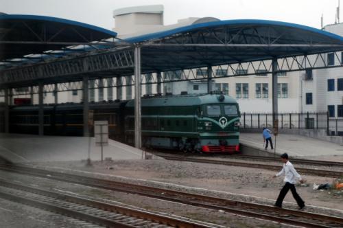 烏魯木齊駅へ進入。
