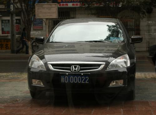 出迎えてくれた車。広州本田のアコード。<br />警察はお金持ちだ。。。<br />(ナンバーは実際のモノではなく、画像掲載に付き2桁に加工)<br />