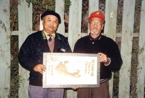 大坂城は、西部歌王「王洛賓」が作詞作曲した「大坂城的姑娘」でも有名。<br /><br />また、王洛賓は、爺ぃとも仲が良かった。(王洛賓画像右)<br />残念ながら、2003年に亡くなられた。