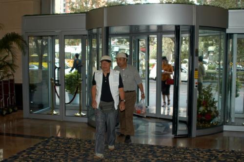 今回大陸入りして初めての大きなホテル。<br />広州もまあまあだったが、こちらは正真正銘の4星だ。<br />