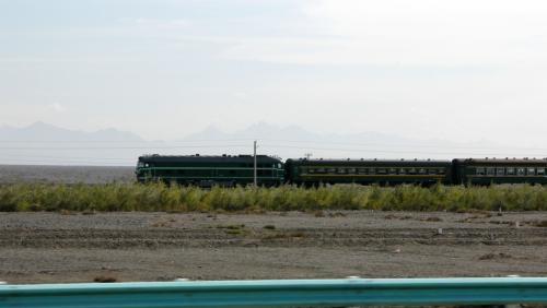 各駅停車クラスの列車に遭遇。<br />