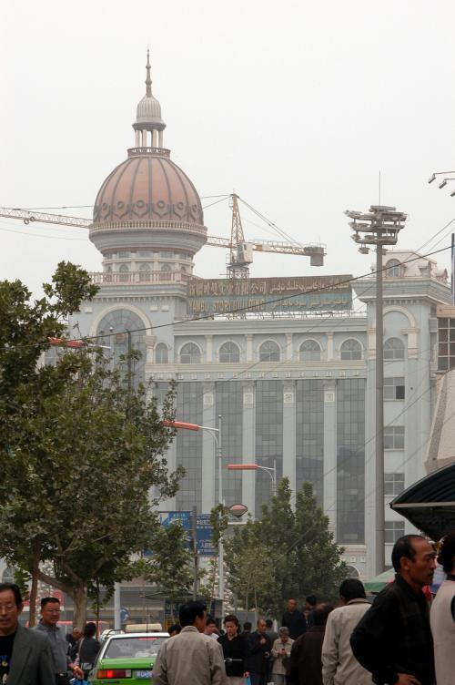 烏魯木齊よりも烏魯木齊イメージの残る町、喀什。<br />砂煙に噎ぶ感じもおつなもの。