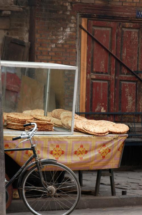 向かいのお店。ナンや小吃を提供している。