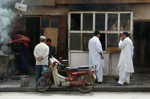 白装束の人達は巴基斯坦(パキスタン)人。<br />維吾爾人は彼らを「巴佬」と言って軽蔑するそうだ。<br />詳しくは敢えて聞かなかった。
