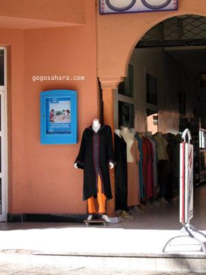 店先のジャバドール(上下セットの服)