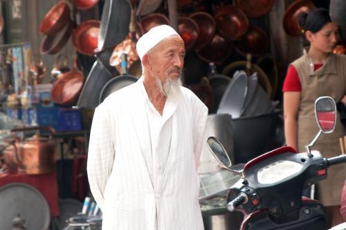 やはり、髭もじゃオヤジを撮さなければ、新疆風景じゃないね。