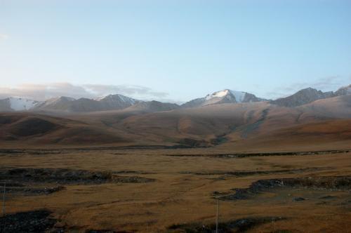 道理で苦しい訳だ。<br />万年雪の山頂は3800m以上はあるので、それをこんなに近くで見られるのだから。