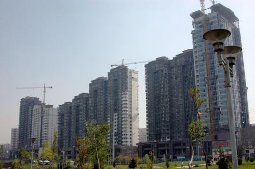 南側にある新興住宅地の様子。<br />このマンションを見てしまうと、ここが維吾爾の聖地とは思えなくなってしまう。