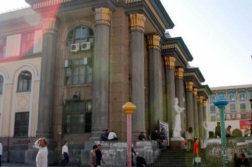 ここの電影院は、古風で渋い建築様式。